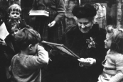 Maria Montessori w Children